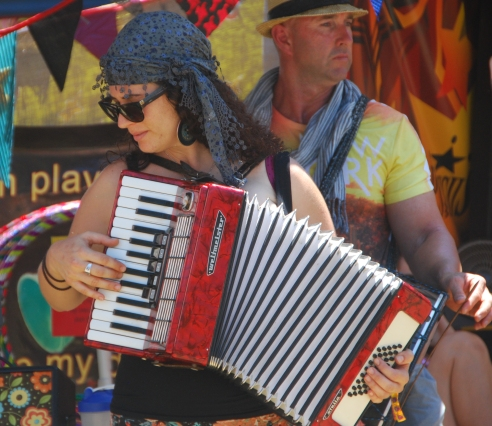 accordian-player-at-Woodford