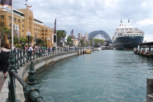 QM2 in Sydney