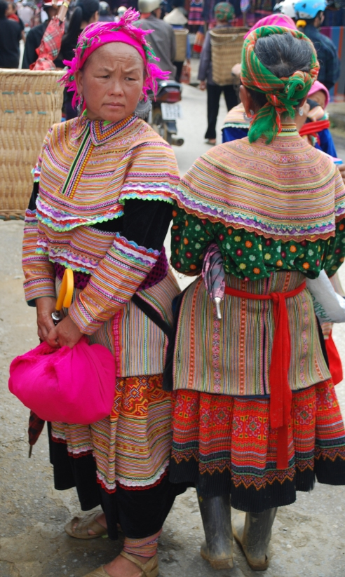 Flower Hmong women2