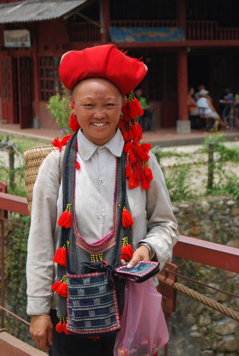 Red Hmong woman2