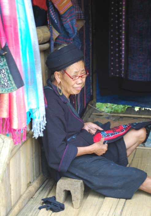 Sewing woman, Cat Cat Village
