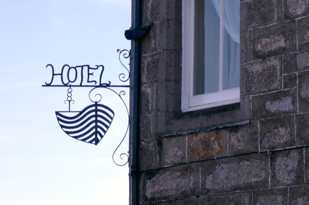 boat-hotel-boat-on-garten
